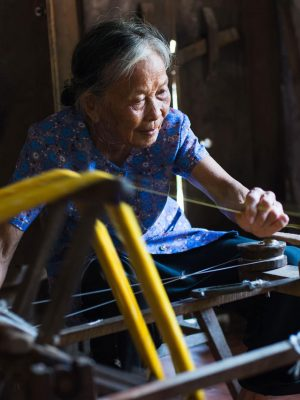 weaving-silk-in-Namdinh-Vietnam